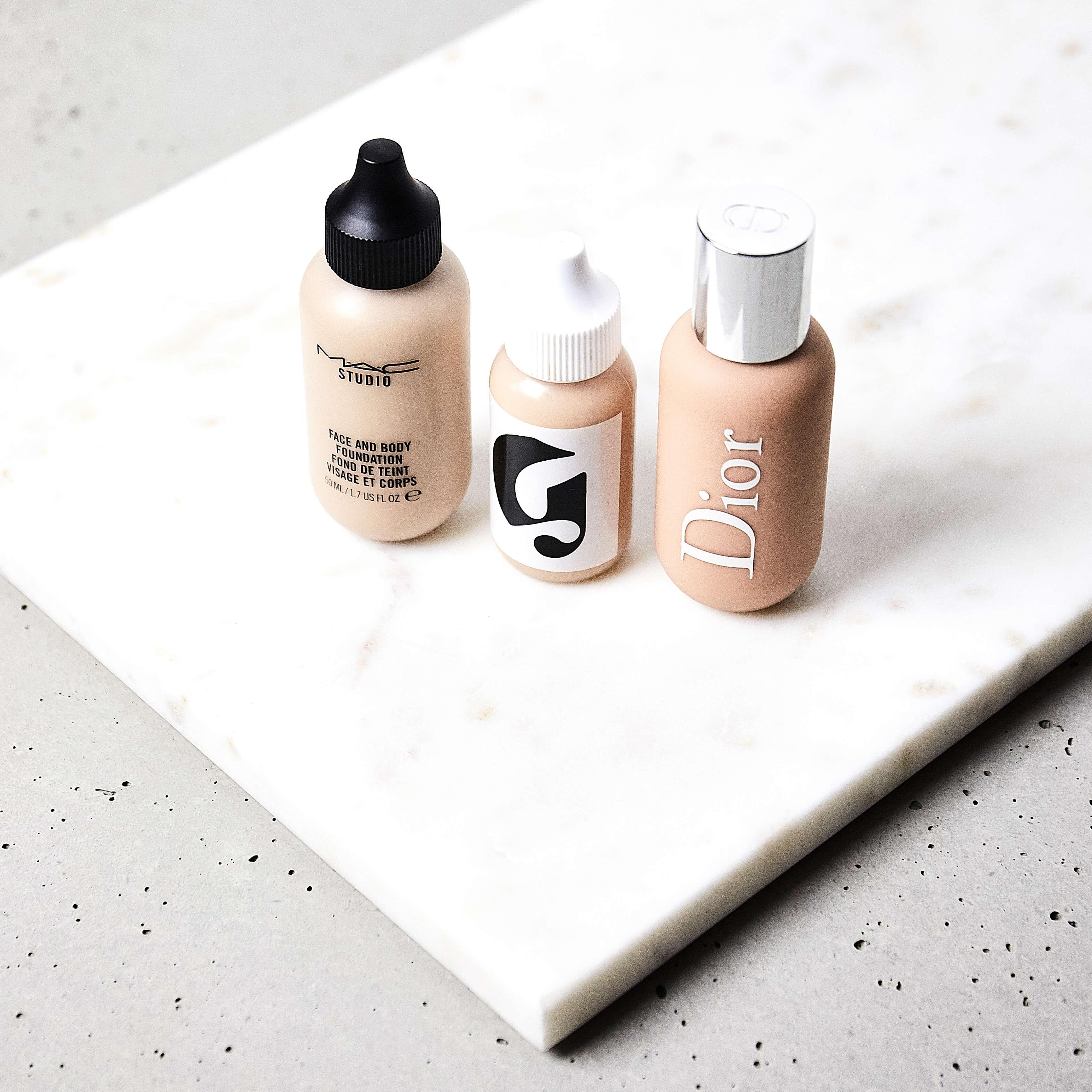 Podkłady nawilżające Mac Cosmetics Face&Body, Glossier SKin Tint, Dior Backstage