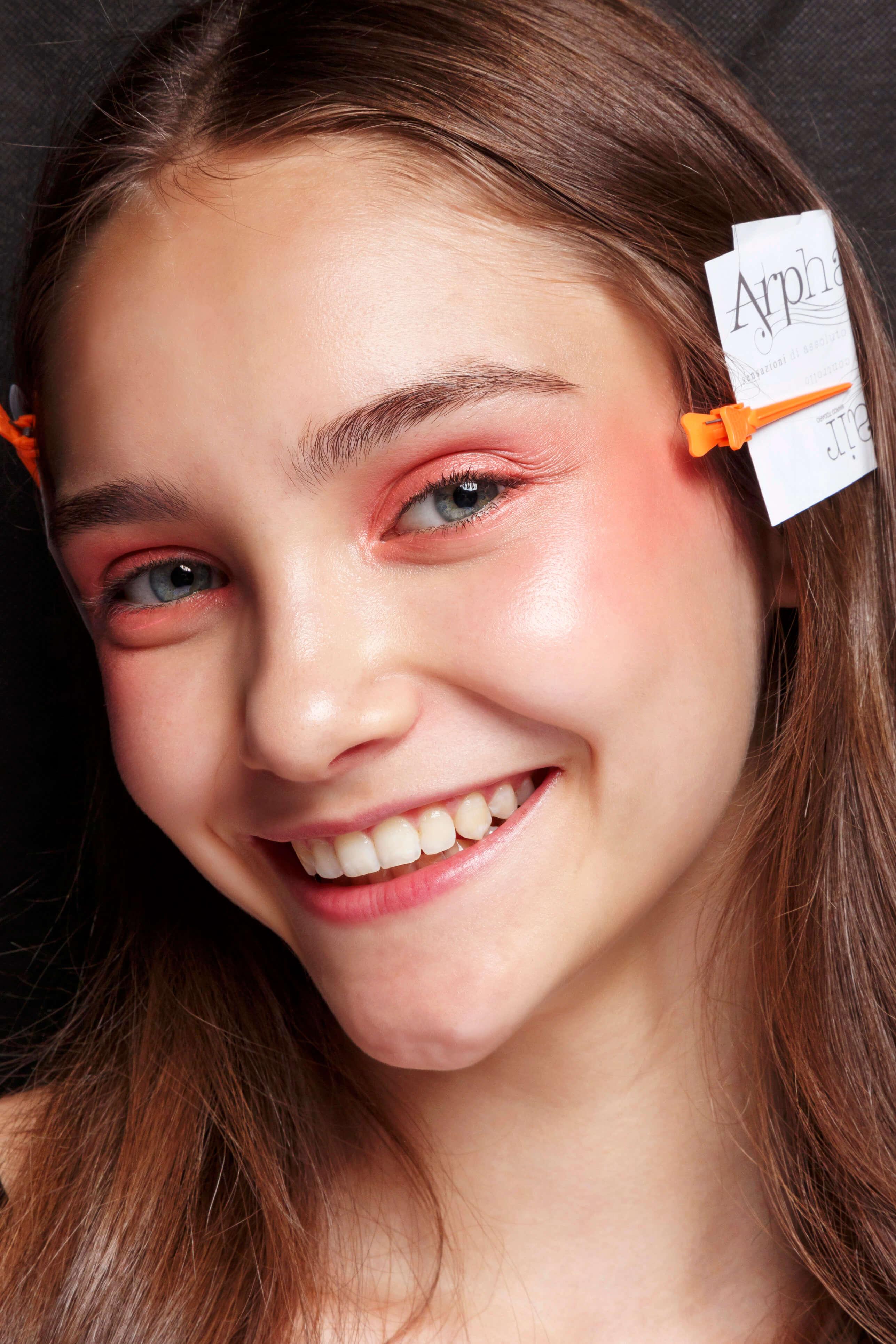 różowy makijaż Blush Shadow