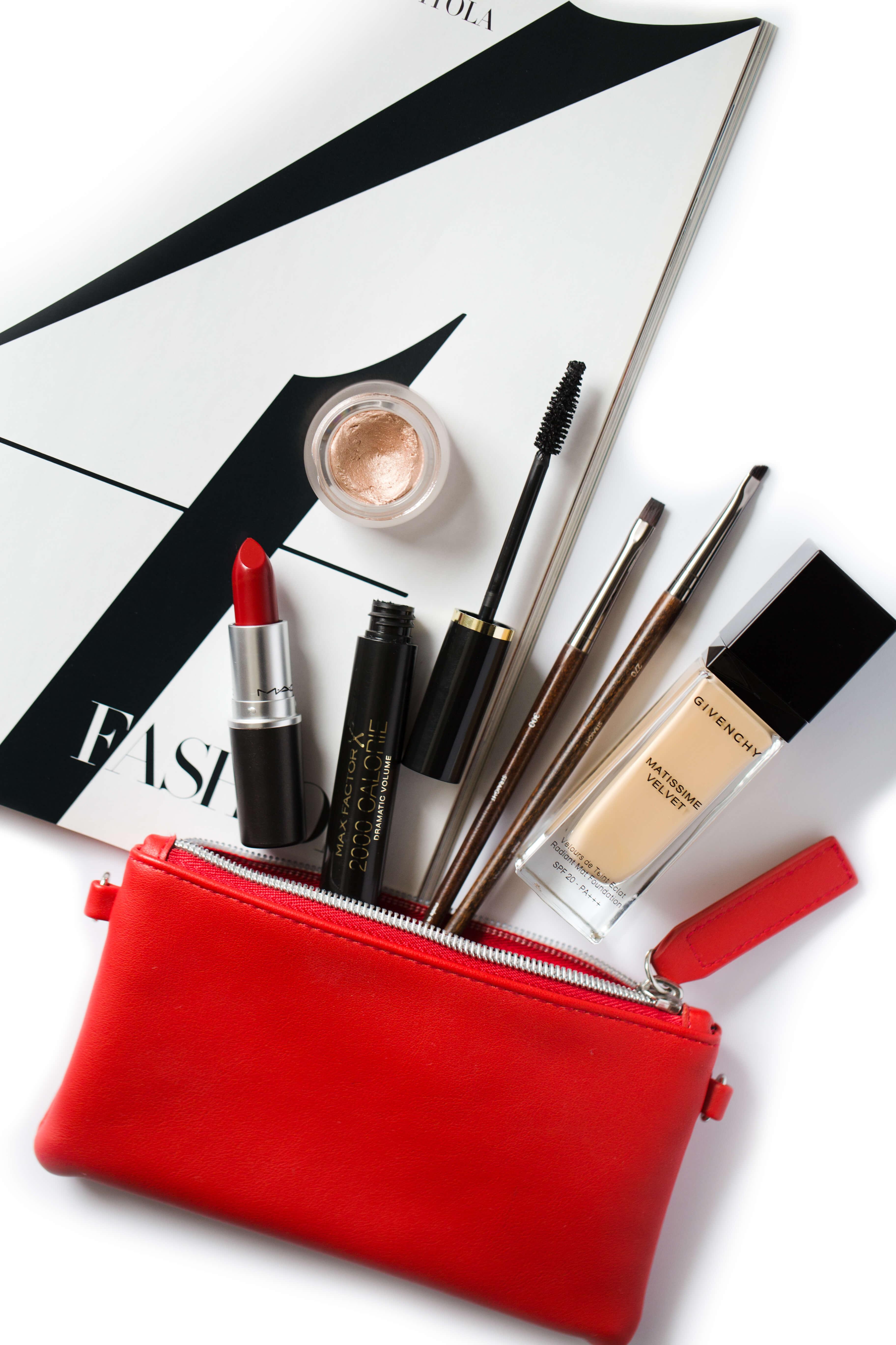 Jak dbać o higienę kosmetyków i pędzli do makijażu