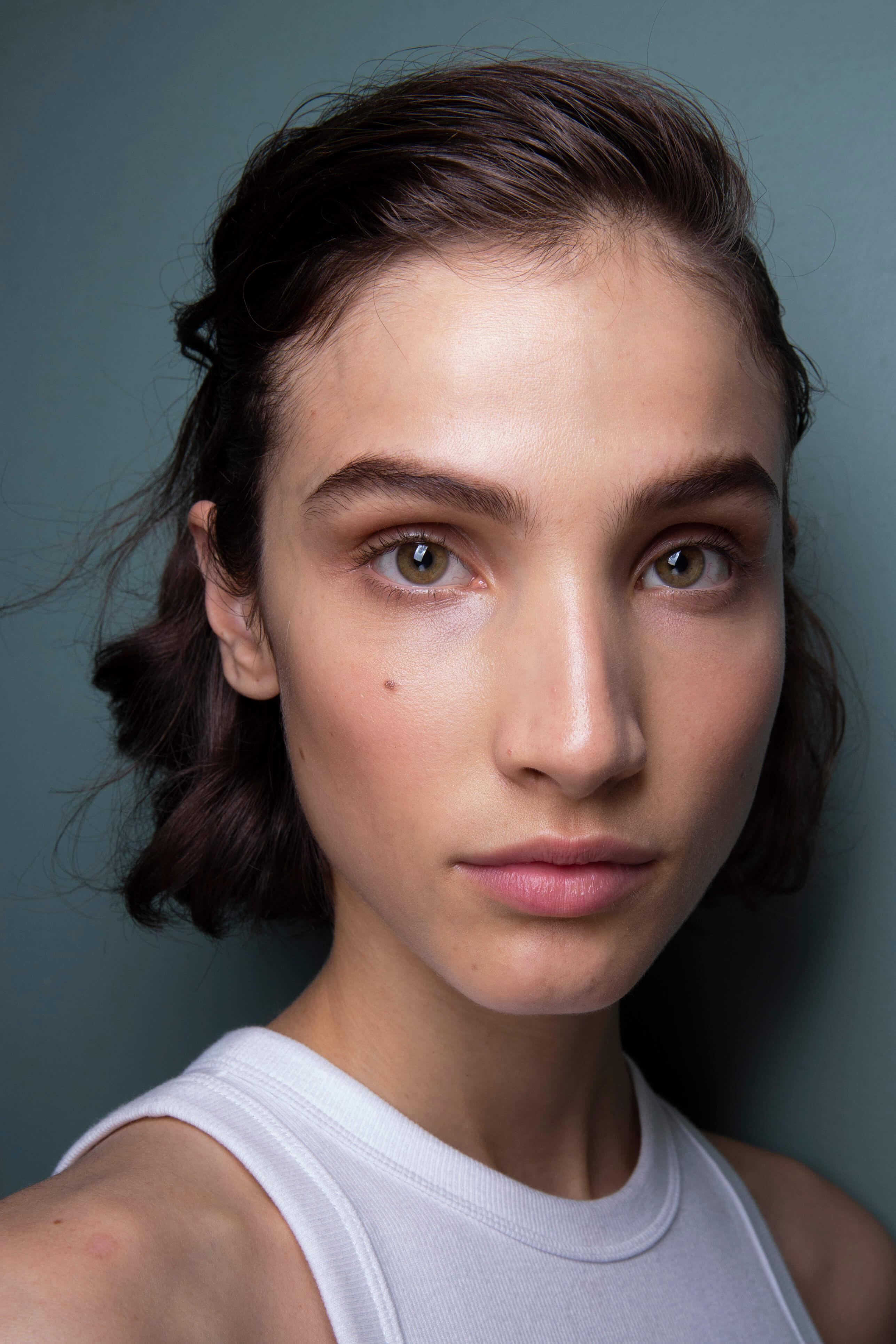 jak pielęgnować i stylizować brwi