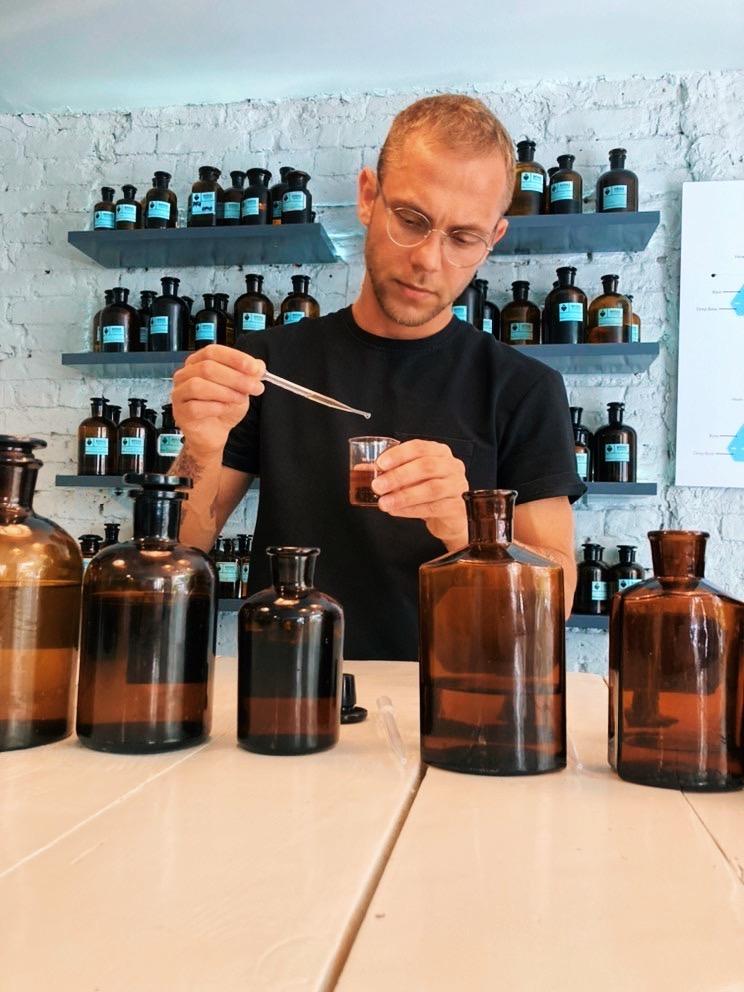 mo61 perfum lab Cezary Ochmann