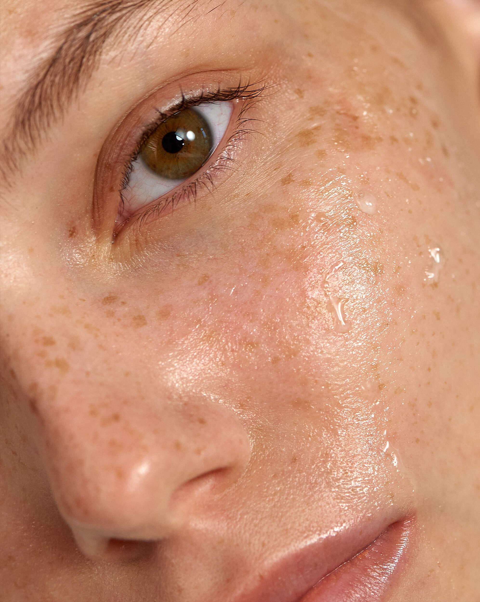 pielęgnujące kremy pod oczy z witaminami