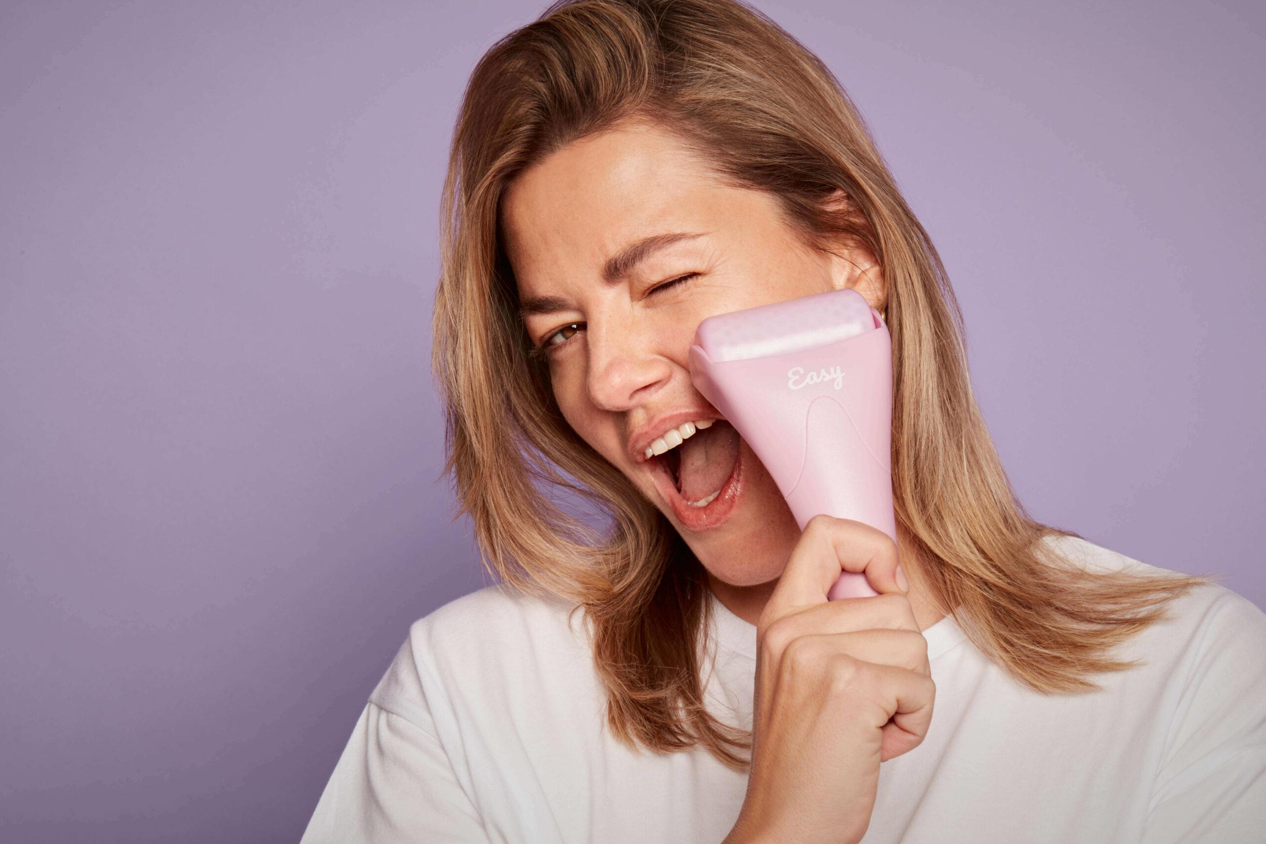 Easy Ice Roller - chłodzący roller do masażu twarzy i ciała